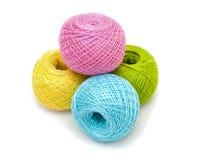 Amorçage coloré pour le tricotage Photos stock