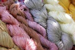 Amorçage en soie cru coloré Photos stock