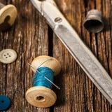 Amorçage et accessoires de couture Photographie stock