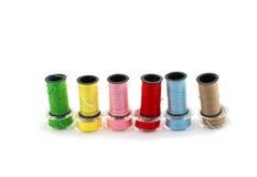 Amorçages colorés pour la broderie Photographie stock