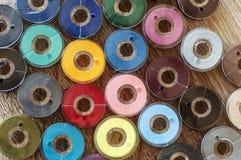 Amorçages de couture colorés Photo stock