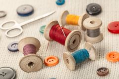 Amorçages et boutons colorés Images stock