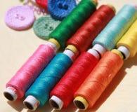 Amorçages et boutons colorés Photo libre de droits