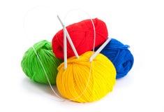 Amorçages et rais pour le tricotage Photo libre de droits