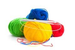 Amorçages et rais pour le tricotage Photos libres de droits