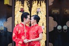 Amor chino del movimiento de los pares de la boda Fotos de archivo libres de regalías
