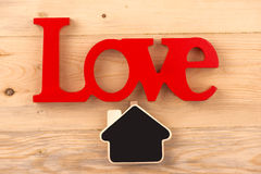 Amor da palavra em pranchas de madeira velhas Imagem de Stock Royalty Free