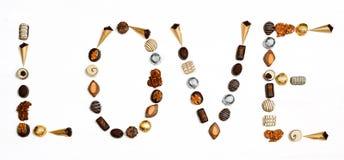 Amor da palavra feito de chocolates pequenos Foto de Stock