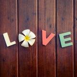 Amor da palavra na tabela de madeira Imagem de Stock Royalty Free