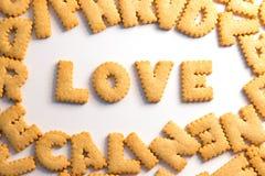 Amor da palavra soletrado com as cookies feitas home fotos de stock royalty free