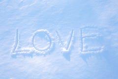 AMOR de la palabra escrito en la nieve Imagen de archivo