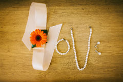Amor de la palabra hecho por los accesorios nupciales de la boda Imágenes de archivo libres de regalías