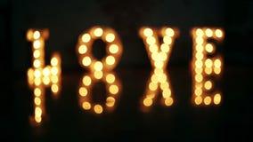 Amor de la palabra que consiste en luces en piso brillante almacen de video