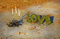 AMOR de las palabras en fondo del otoño Foto de archivo libre de regalías