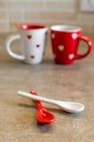 Amor de las tazas de café fijado (primer de la cucharilla) Fotos de archivo libres de regalías