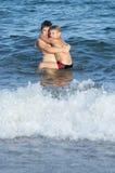 Amor de los hermanos en el mar Foto de archivo