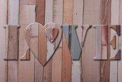 Amor de madeira das letras com corações Imagem de Stock