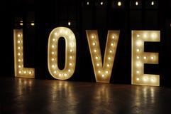 Amor decorativo de las luces de la letra fotos de archivo