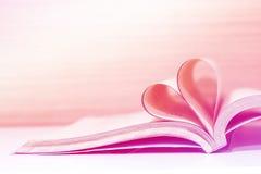 Amor del concepto del libro del corazón Imágenes de archivo libres de regalías