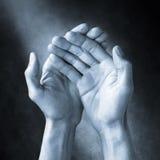 Amor del cuidado de la ayuda de las manos Foto de archivo