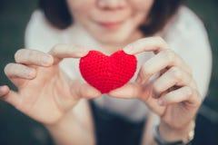 Amor del amor en concepto romántico de las mujeres adolescentes Imagen de archivo libre de regalías