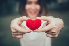 Amor del amor en concepto romántico de las mujeres adolescentes Fotos de archivo libres de regalías