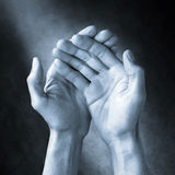 Amor do cuidado da ajuda das mãos Foto de Stock