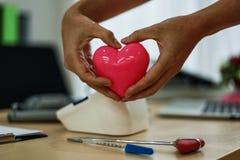 amor do hospital do coração imagens de stock
