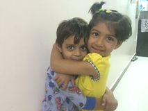 Amor do irmão & da irmã Foto de Stock Royalty Free