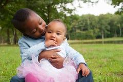 Amor do irmão e da irmã Imagem de Stock Royalty Free