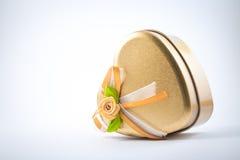 Amor dourado com as fitas alaranjadas e brancas Imagem de Stock Royalty Free