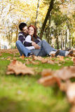 Amor e afeição entre um par novo Foto de Stock Royalty Free