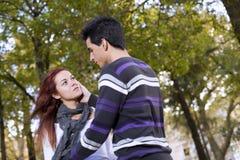 Amor e afeição entre um par novo Imagem de Stock