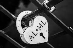 Amor en el puente de la cerradura Foto de archivo libre de regalías