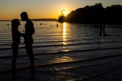 Amor en la playa fotos de archivo libres de regalías