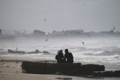 Amor en la playa de Gaza Foto de archivo