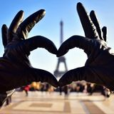 Amor en torre Eiffel fotografía de archivo libre de regalías