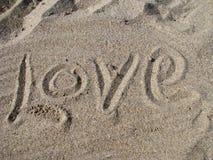Amor escrito na areia Foto de Stock