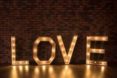 AMOR iluminado de madera grande de las letras Imagen de archivo libre de regalías