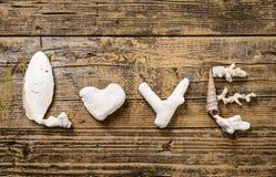Amor, letras de las conchas marinas Fotos de archivo