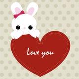 Amor lindo de la tarjeta usted con el marco rojo del corazón y el conejito lindo modelo Fotografía de archivo