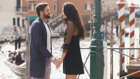 Amor - par romántico en Venecia, Italia almacen de video