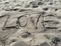 Amor pintado na praia da areia Imagem de Stock
