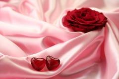 Amor Rose - rojo de la tarjeta del día de San Valentín Imágenes de archivo libres de regalías