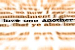 Amor uno otro de la cita de la escritura Fotos de archivo