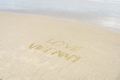 Amor Vietname escrito na areia Foto de Stock Royalty Free