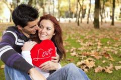 Amor y afecto entre un par joven Fotografía de archivo