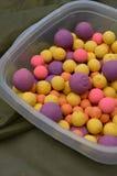 Amorce brute multicolore Boilies de carpe de pêche Images libres de droits