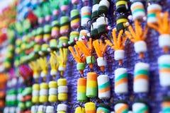 Amorce colorée de caoutchouc mousse dans la boutique de pêche Photo stock