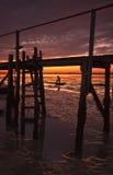 Amorce creusant sous le coucher de soleil Image libre de droits